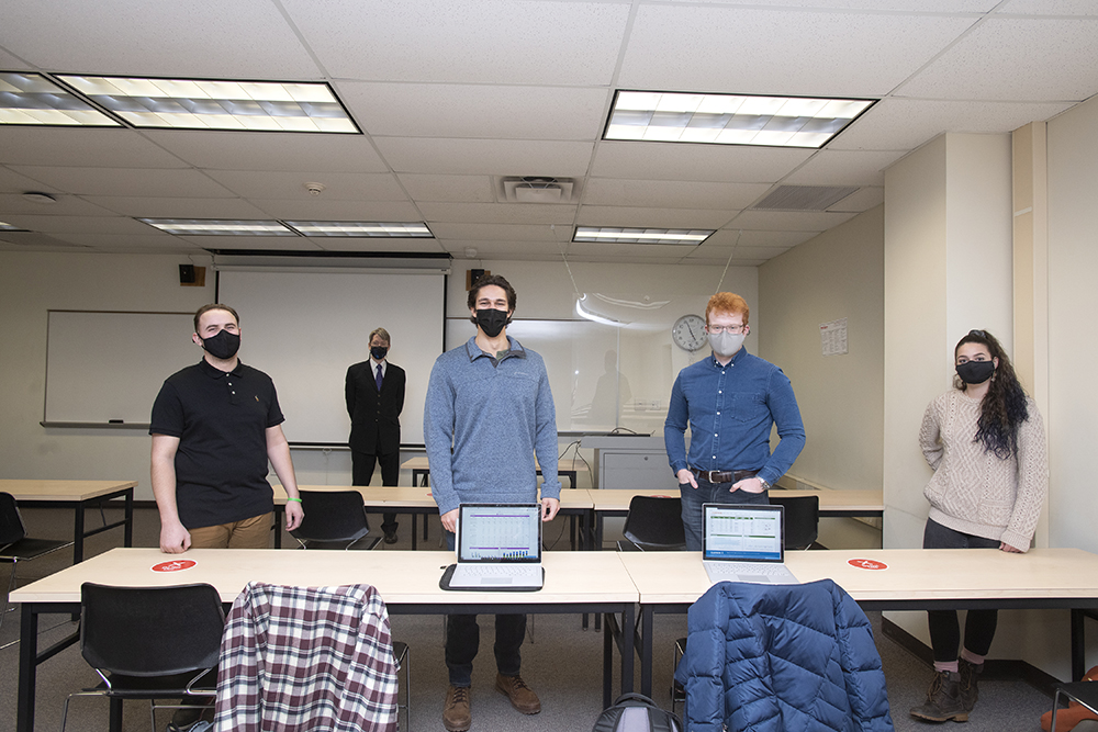Saunders College students rank in top 1 percent of global business simulation tournament